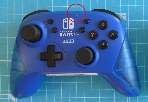 「ワイヤレスホリパッド for Nintendo Switch」の充電ランプの位置